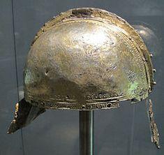Elmo da ufficiale in acciaio, coperto di foglia d'argento, IV sec, da augusta-pfersee