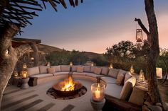 Sitting around an outdoor fire pit with loved ones, gazing at the warm flames under the starry night sky, life is just blissful and magical! As a home and garden designer, I see fire pit on almost … Backyard Patio Designs, Backyard Landscaping, Backyard Ideas, Backyard Seating, Landscaping Ideas, Outdoor Fireplace Designs, Fireplace Outdoor, Design Exterior, Fire Pit Backyard
