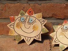 sluníčko Projects To Try, Pottery, Clay, Ceramic Pottery, Sun Moon, Porcelain Ceramics, Fimo, Ceramica, Clays