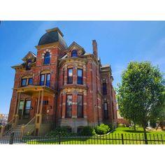 Swipe to see the Lucien Moore House through the years in Brush Park, Detroit #DTRdetroit #historicpreservation #realestate #Detroit… https://www.dtrdetroit.com