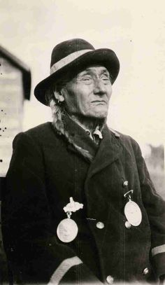 Cree - Black and white photograph of Chief Thunderchild in western style clothing wearing what appears to be treaty medals. Native American Photos, Native American Tribes, Native American History, American Symbols, Indian Tribes, Native Indian, Native Art, Cree Indians, Canadian History