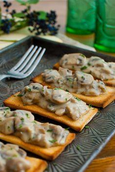 Crostini con champignon in crema
