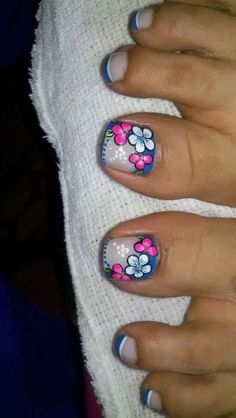 19 Super ideas for nails art cute flower Pedicure Designs, Pedicure Nail Art, Toe Nail Designs, Toe Nail Art, Cute Toe Nails, Feet Nails, Toenails, Trendy Nail Art, Flower Nail Art