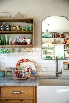 La cocina de cualquier casa contemporánea se puede transformar en un espacio acogedor, agradable y con el atractivo que le imprimen los detalles personales. Te mostramos una propuesta en la que cobra especial protagonismo el estilo vintage, y que de la mano de pequeños detalles consigue crear un ambiente único y funcional. En cualquier cocina …