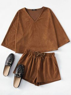 Shop Suede Top And Drawstring Shorts Co-Ord online. SheIn offers Suede Top And Drawstring Shorts Co-Ord & more to fit your fashionable needs. Sweatshirt Refashion, Sweatshirt Outfit, Sweater And Shorts, Cute Comfy Outfits, Casual Outfits, Fashion Outfits, Womens Fashion, Legging Outfits, Suede Shorts