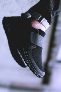 "Nike Free Socfly ""Black/Black/Antharacite"" (via Titolo)"