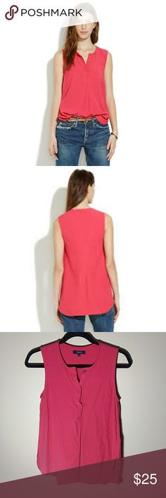 Madewell Novella Tank With its laid-back, slightly swingy shape and clean henley neckline, this tank is cool in every sense of the word. The shirttail hem looks great hanging loose or in a half-tuck.  3 Snap Button Closure   Size Small Excellent Pre-Loved Condition ❤️ Madewell Tops Blouses
