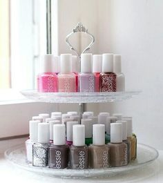 Store nail polishes on cake stand // storage bedroom bathroom