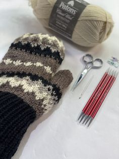 Knitting Charts, Loom Knitting, Knitting Patterns Free, Free Knitting, Baby Knitting, Free Pattern, Crochet Patterns, Knitting Socks, Knitted Mittens Pattern
