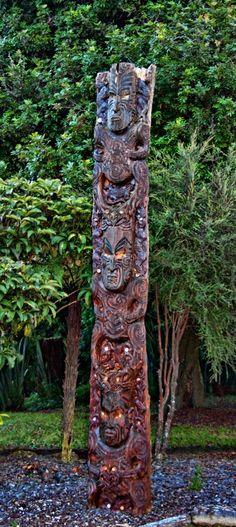 A maori Pou - Aotearoa - Modern Design Maori Words, Polynesian People, Maori Art, Bone Carving, Small Island, New Zealand, Modern Design, Scenery, Around The Worlds