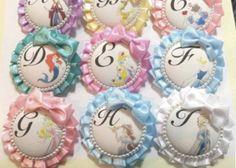 結婚式にワンポイントのオシャレを♡真似したくなる可愛いロゼットのデザインまとめ✳︎ Princess Alice, Princess Party, Disney Princess, Fabric Crafts, Paper Crafts, Diy And Crafts, Arts And Crafts, Disney Time, Ribbon Rosettes