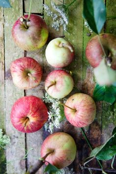 I think these are the apples with rosy pink  flesh #pomme #apple #verger