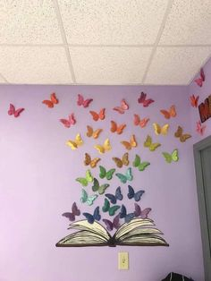 Classroom Makeover 2017 Middle School Classroom Library Decoration on Home Decor Ideas 2055 Decoration Creche, Class Decoration, School Decorations, Board Decoration, Toddler Classroom Decorations, Library Decorations, Hanging Decorations, Middle School Classroom, Preschool Classroom