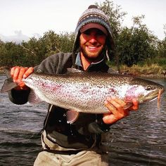 Fat fall flesh eating #rainbow #rainbowtrout #trout #wild #wildtrout #fall #fishing #fish #flyfish #fly #flyfish #alaska #ak #alaskafishing #chunk #olympicpeninsulaoutfitters