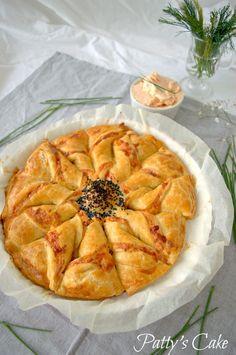 : Corona de hojaldre con crema de salmón y queso, una estrella salada en tu mesa