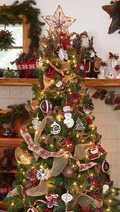 country christmas tree decorating ideas - New Year Live Christmas Trees, Christmas Lodge, Country Christmas Decorations, Cottage Christmas, Holiday Tree, Primitive Christmas, Rustic Christmas, Winter Christmas, Christmas Holidays