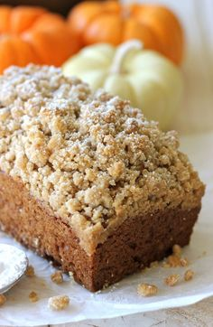 The crumb topping on this crumbly pumpkin bread is out of this world amazing!