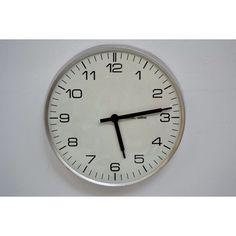 Orologio tondo da parete produttore Solari - Italia anni 60 colori alluminio e bianco nero
