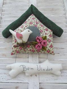 Casinha de passarinho confeccionada em tecidos de algodão. R$ 74,00