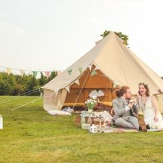 They styled the shoot to perfection, with a bell tent, a camper van, pretty florals and a picnic to boot. WOW.