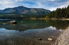 Fallen Leaf Lake reflects Mt. Tallac [OC] [3000x1995]