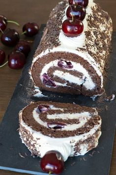 Black Forest Roll Cake Recipe - El Mundo Eats Soft and fluffy black forest roll cake with strong delicious chocolate flavour, rolled with homemade cherry compote and cream. Köstliche Desserts, Delicious Desserts, Dessert Recipes, Delicious Chocolate, Chocolate Flavors, Christmas Desserts, Christmas Baking, Christmas Log Cake, Food Cakes