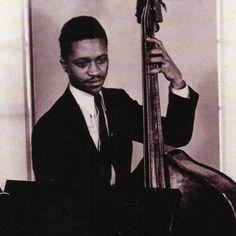 Israel Crosby fue un bajista de jazz que nació en Chicago, USA, un día como hoy, el 19 de enero de 1919 y falleció el 11 de agosto de 1962. Es muy conocido por pertenecer al grupo del pianista Ahmad Jamal entre los años 1957 a 1962.