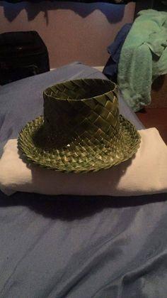 potae Flax Weaving, Maori Designs, Cloaks, Weaving Patterns, Beanies, Weave, Baskets, Dreams, Hats