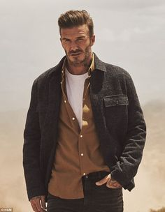 Bringing together one of the world's biggest icons with the global comedy star, David Beckham has reunited with Kevin Hart for the new Modern Essentials selected by David Beckham campaign for H&M. David Beckham 2016, Style David Beckham, David Beckham Fashion, Kevin Hart, Mens Roll Neck Sweater, Men Sweater, Kanye West, Bend It Like Beckham, H M Men