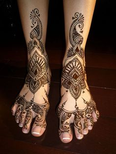 Top 8  Best Leg Mehndi Designs