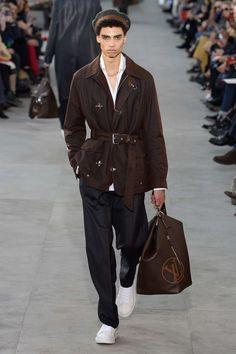http://www.vogue.com/fashion-shows/fall-2017-menswear/louis-vuitton/slideshow/collection