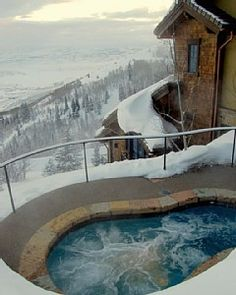 Imagine warming up in your hot tub with this view! Casa Nova's slopeside #HotTub
