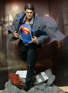 UAU! Superman Art, Superman Man Of Steel, Action Comics 1, Dc Comics Art, Statues, Adventures Of Superman, Mundo Comic, Figure Poses, Diorama
