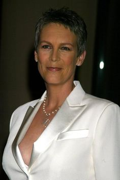 Beautiful women that have passed the forty year mark in their lives. Included this time are Monica Bellucci, Nicole Kidman, Catherine Zeta-Jones, Helen Mirren, Jamie Lee Curtis and more. Jamie Lee Curtis Young, Tony Curtis, Beautiful Women Over 40, Beautiful Old Woman, Janet Leigh, Actrices Sexy, Catherine Zeta Jones, Beauty Tips For Skin, Beauty Skin