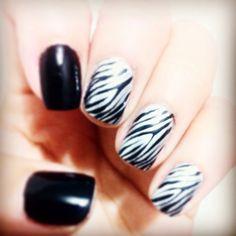 Blackprintzebra uñas decoradas