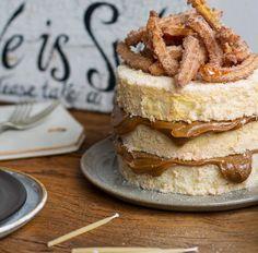 Bolo com Churros: Massa Chiffon de Canela com Doce / Churro Cake, Bolo Chiffon, Bolo Cake, Cheesecake, Tasty, Sweets, Baking, Breakfast, Ethnic Recipes