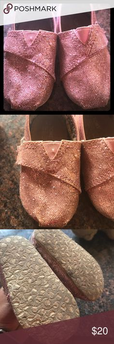 TOMS toddler size 4. Pink glitter shoes TOMS toddler size 4. Pink glitter shoes!  Worn but lots of life left! Toms Shoes Sneakers