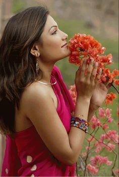 425 Mejores Imágenes De Mujer Hombres Con Flores Woman Bar