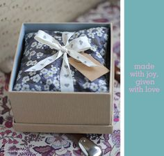 gift idea : homemade lavender bags - Sania Pell - Freelance Interior Stylist, Consultant and Creative Director, London Homemade Mothers Day Gifts, Homemade Christmas Gifts, Gifts For Mum, Homemade Gifts, Mother Day Gifts, Diy Gifts, Lavender Crafts, Lavender Bags, Lavender Sachets