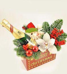 Doar pe www.123flori.ro Christmas Ornaments, Holiday Decor, Home Decor, Decoration Home, Room Decor, Christmas Jewelry, Christmas Decorations, Home Interior Design, Christmas Decor