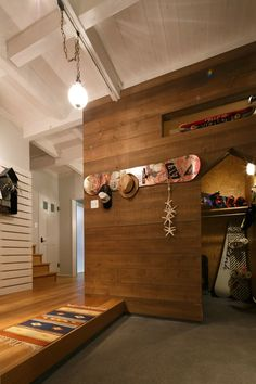 Japanese style entryway with side gear closet Diy Interior, Interior Styling, Interior Architecture, Interior And Exterior, Style At Home, Love Home, Floor Molding, Japanese House, Japanese Style