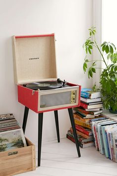 A statement in pop culture from days gone by! Dansette Bermuda Record Player with USB. - www.MyWonderList.com