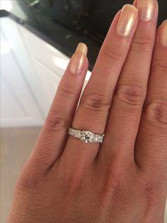 #diamonds #engagementring #custommade #design #weddingring #wedding #förlovningsring #diamanter #trestensring #flerstensring #diamantring #egendesign