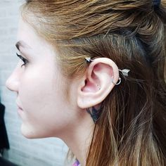Piercing Transversal Earrings Ideas, - Best tattoo for women,Best tattoo for men,Best tattoo ever, Piercing No Tragus, Bellybutton Piercings, Piercing Tattoo, Ear Piercings, Ear Jewelry, Body Jewelry, Kylie Jenner, Best Tattoo Ever, Nose Hoop