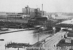 Spoorbrug & van Nelle. (1945)
