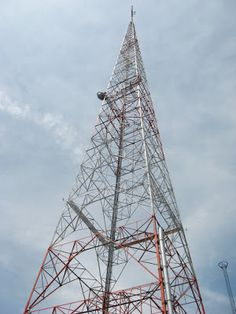 AMラジオ技術とアンティーク: AMトランスミッターが認知されない理由 Medical Laboratory Science, Climbers, Rock Climbing, Around The Worlds, Building, Photography, Towers, Internet, Magic
