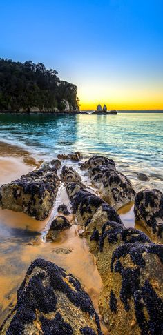 Split Apple Rock - geological rock formation, Tasman Bay, South Island, New Zealand What A Wonderful World, Wonderful Places, Beautiful Places To Visit, Places To See, Writing Photos, New Zealand South Island, Kiwiana, The Beautiful Country, New Zealand Travel