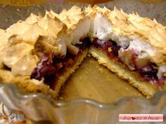 Dragostea in bucate: PLACINTA / TARTA CU VISINE , ANANAS SI BEZEA CROCANTA Romanian Desserts, Romanian Food, Fruit Pie, Something Sweet, Cheesecakes, Cake Cookies, Food To Make, Sweet Treats, Deserts