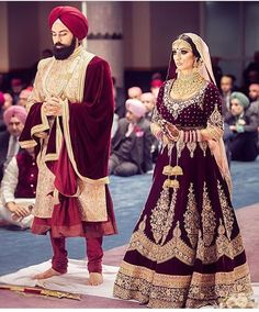 Get yourself dressed up with the latest lehenga designs online. Explore the collection that HappyShappy have. Select your favourite from the wide range of lehenga designs Wedding Lehnga, Indian Bridal Lehenga, Indian Bridal Outfits, Indian Bridal Wear, Indian Dresses, Desi Wedding, Sikh Wedding Dress, Wedding Mandap, Bollywood Wedding