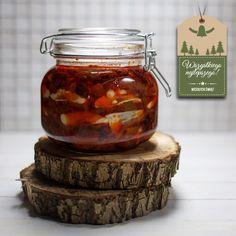 Przepis na niezawodne śledzie po kaszubsku - pomidorowo- cebulowe, lekko pikantne, z aromatycznymi przyprawami i nuta papryki. Przepis na śledzie po kaszubsku.
